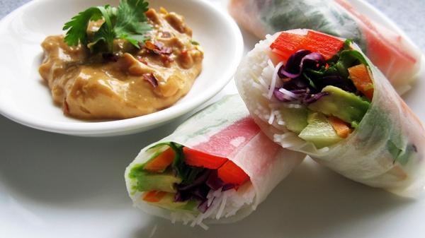Vietnamese-Style Fresh Spring Rolls (Summer Rolls) with Peanut Sauce ...