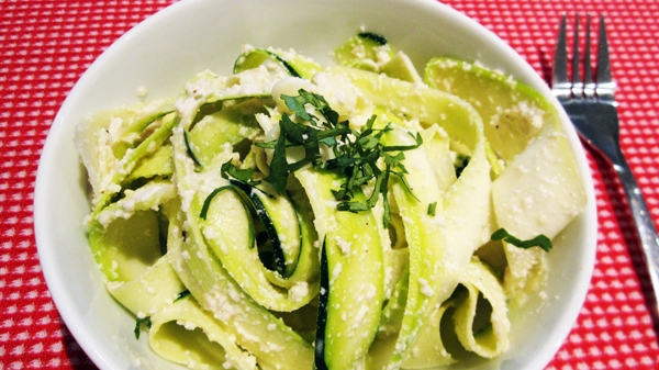 Raw vegan alfredo sauce with zucchini noodles vegangela raw vegan alfredo sauce with zucchini noodles forumfinder Gallery