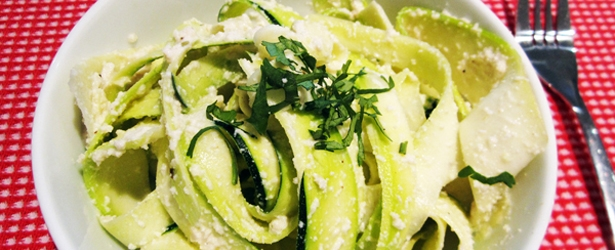 Raw Vegan Alfredo Sauce with Zucchini Noodles (Low-Carb & Gluten-Free)